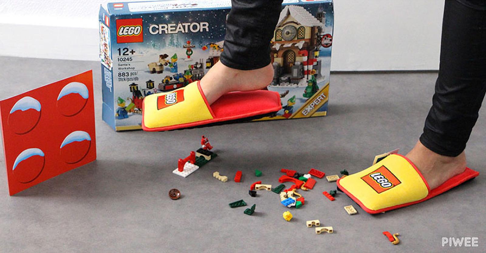 Họ thật sự bán mấy đôi dép này đấy. Nếu sản phẩm của bạn yêu cầu tôi phải tự bảo vệ mình khỏi nó trong nhà riêng của tôi, vấn đề nằm ở chính sản phẩm chứ không phải tôi. Credit: BRAND STATION / LEGO / Piwee.
